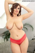 Alexsis Faye: Larger than typical Bust Beauty