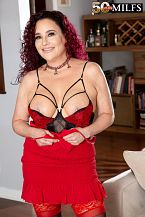 First look: big busted wife Amanda Ryder