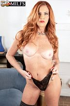 A super-sexy, redheaded MILF debuts
